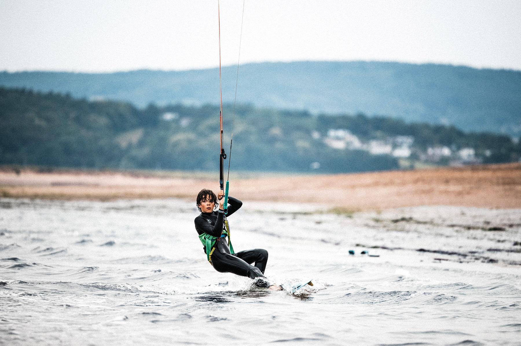 Boy kitesurf